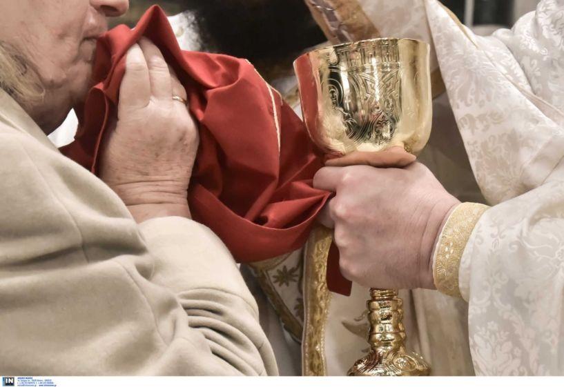 Ιερά Σύνοδος για τον Κορονοϊό: Προσευχηθείτε, πλυθείτε και κοινωνήστε άφοβα!