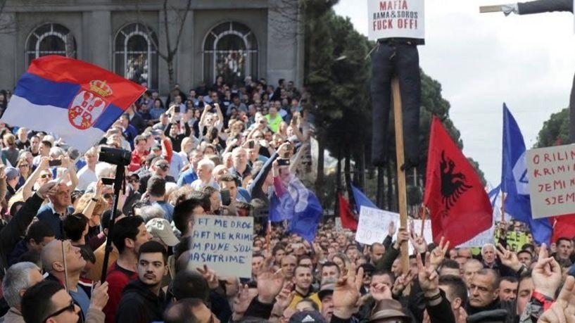 Ρεύμα ανατροπής σε Τίρανα και Βελιγράδι