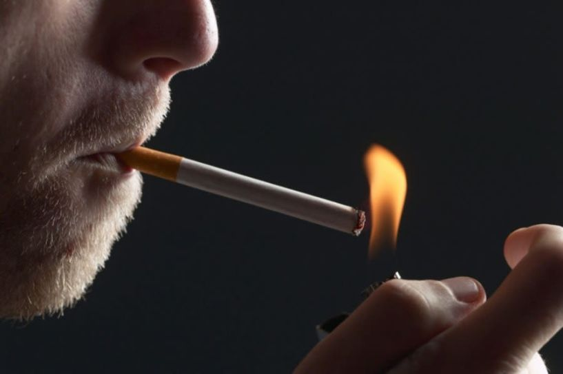Το ...φωτεινό της Ελλάδας. Εδώ και 40 χρόνια, δεν ξέρουν τι θα πει τσιγάρο