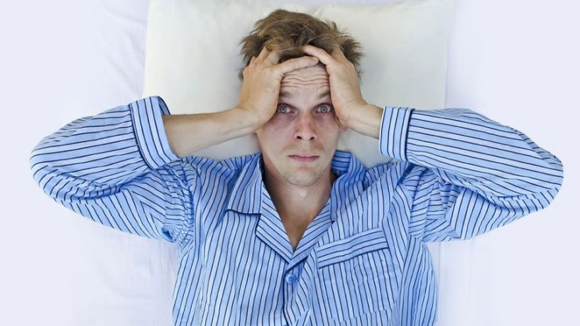 Έρευνα: Όσο λιγότερο κοιμάστε, τόσο περισσότερο θα πονάτε