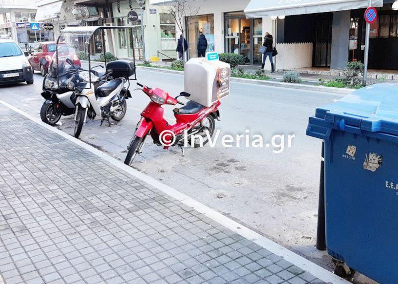 «Ξηλώθηκαν» οι σιδεριές στους χώρους στάθμευσης δικύκλων στο κέντρο της Βέροιας