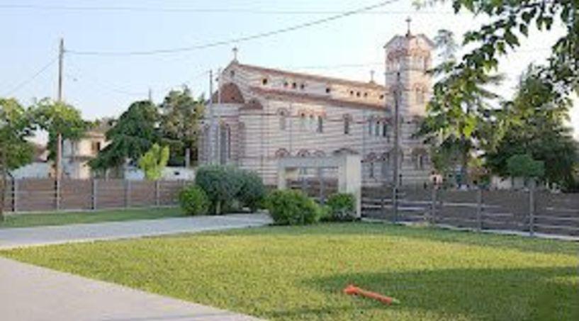 Ενορίτες Ι. Ν. Αγίας Παρασκευής Μελίκης: «Κεραυνός εν αιθρία, η διακήρυξη για την πώληση 40 στρ. ιδιοκτησίας του Ναού»