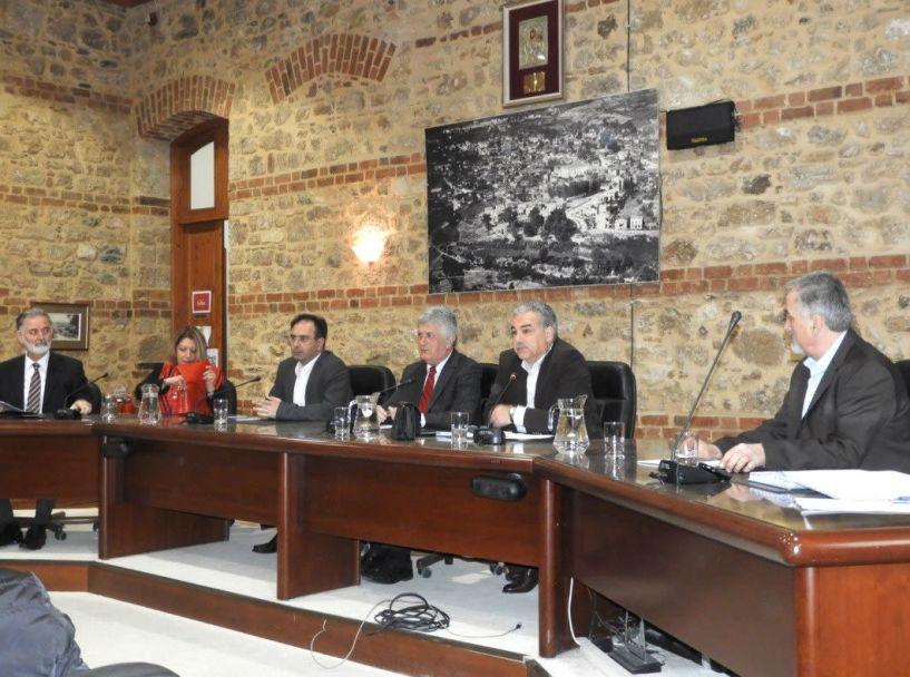 Στα έδρανα του Δημοτικού Συμβουλίου χθες οι εκπρόσωποι των εφήβων μαθητών του Δήμου Βέροιας