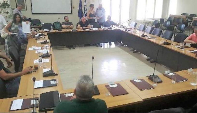 Με αιχμές για τις μετεκλογικές απουσίες  και την έλλειψη απαρτίας, κατάφερε να συνεδριάσει  το δημοτικό συμβούλιο Νάουσας