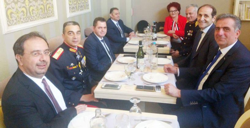 Μεσημεριανό τραπέζι από τον Κ. Καλαιτζίδη  στους επισήμους, μετά την παρέλαση