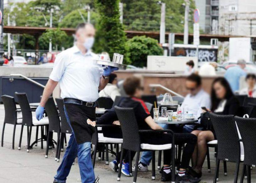 Χωρίς μάσκα οι καθήμενοι σε χώρους εστίασης,  δεν ισχύει για τα σχολεία το όριο των 9 ατόμων