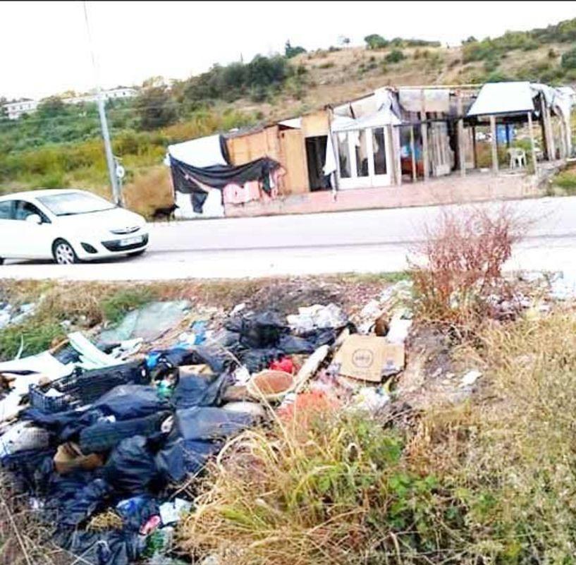 Μια περιοχή με σκουπίδια παντού…