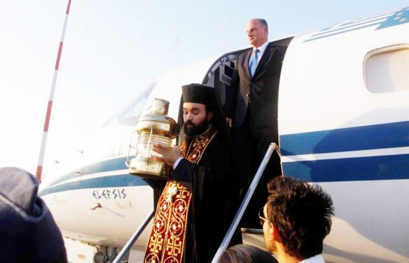 Με 3 έκτακτες πτήσεις  θα φτάσει το Άγιο Φως στην Αθήνα και σ΄ όλη τη χώρα