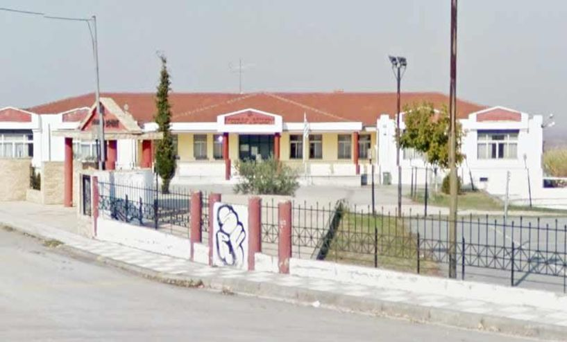 Kάδοι στο Γυμνάσιο Βεργίνας και καθάρισμα τα αυλάκια