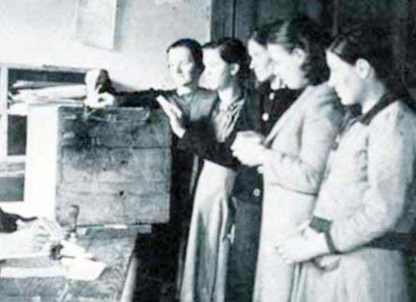 Τέτοια εποχή, το 1934, ψήφισαν για πρώτη φορά γυναίκες, άνω των 30 ετών