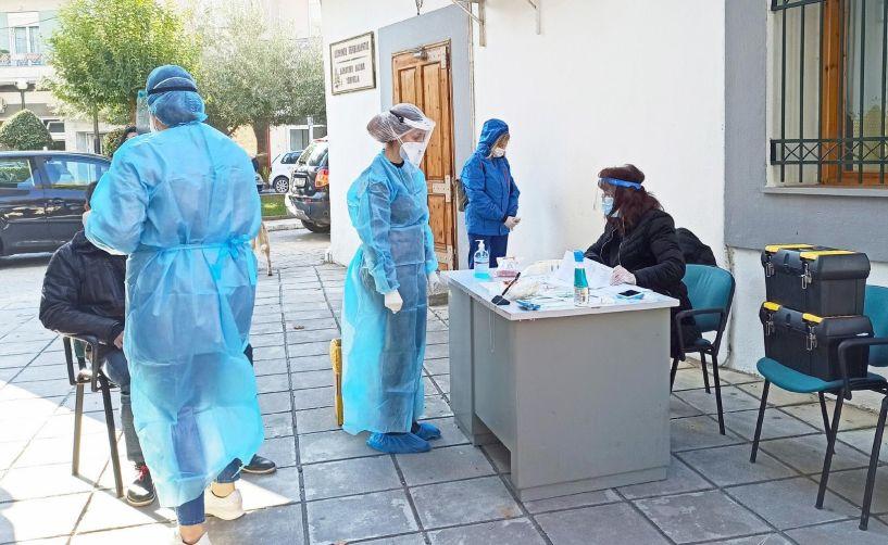 Αύριο Τετάρτη στην περιοχή του Γηπέδου Νάουσας      Κλιμάκιο του ΕΟΔΥ  θα κάνει rapid tests σε δημότες, με την διαδικασία  drive-through    -Σε συνεργασία με τον Δήμο Νάουσας