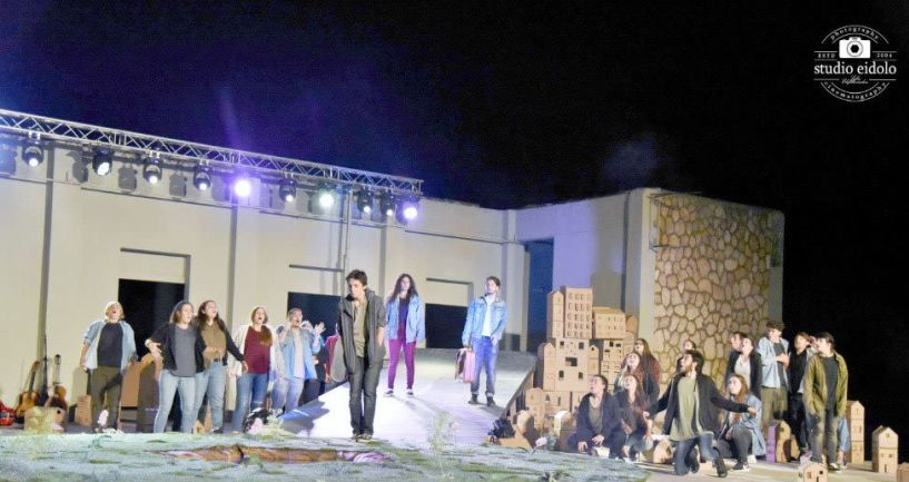 Ανακαλύπτοντας την ουσία  του θεάτρου, στην παράσταση  «Σε μια βαλίτσα»  στο θέατρο Άλσους της Βέροιας