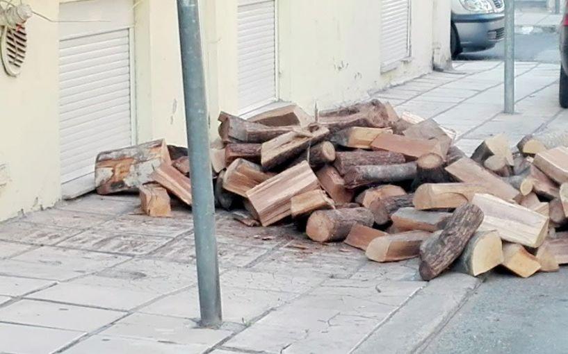 Ντανιάζονται  τα πρώτα ξύλα για το χειμώνα