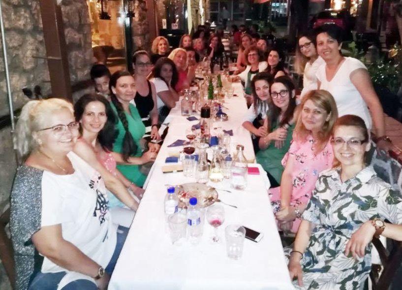 Αποχαιρετιστήριο γεύμα στην δασκάλα τους οργάνωσαν οι γονείς και μαθητές της Δ2  του 1ου δημοτικού Βέροιας