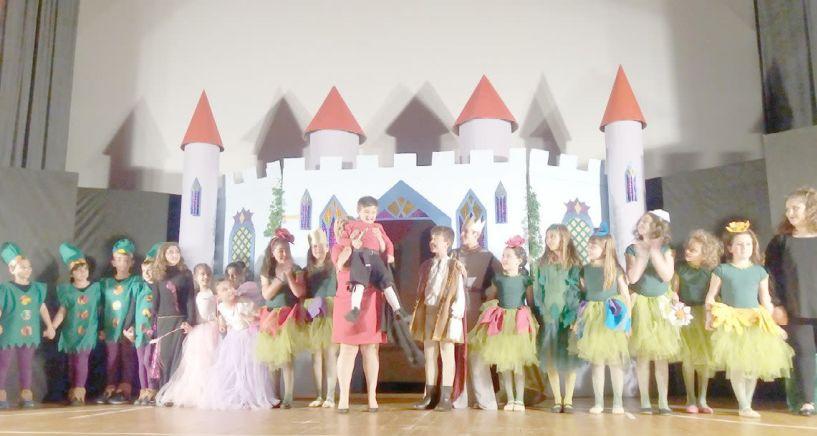 """Με μεγάλη επιτυχία παρουσιάστηκε η παιδική θεατρική παράσταση """"Ανθρώπινα λουλούδια"""" από τον Προμηθέα"""