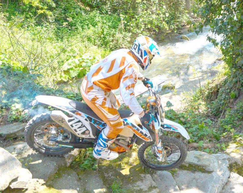 Συναρπαστικοί αγώνες «extreme endouro» στις όχθες του Τριποτάμου