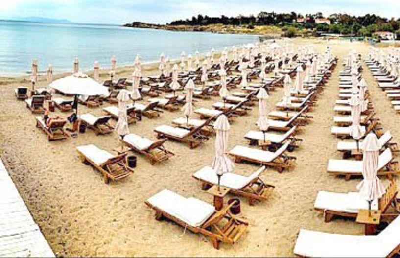 Στα 5 μέτρα από το κύμα υποχρεωτικά οι ξαπλώστρες  - Δεν υπάρχουν «ιδιωτικές» παραλίες