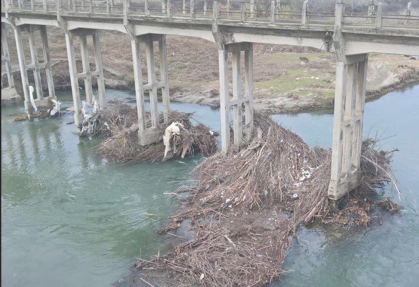 Σε εξέλιξη τα αντιπλημμυρικά έργα της Ημαθίας, με τον καθαρισμό των ποταμών