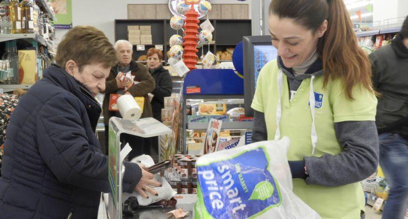 """Έρευνα του """"ΛΑΟΥ"""" στην αγορά της Βέροιας - Πάνω από το 50% των καταναλωτών μείωσε τη χρήση πλαστικής   σακούλας σε σούπερ μάρκετ   και μαγαζιά λιανικής πώλησης"""
