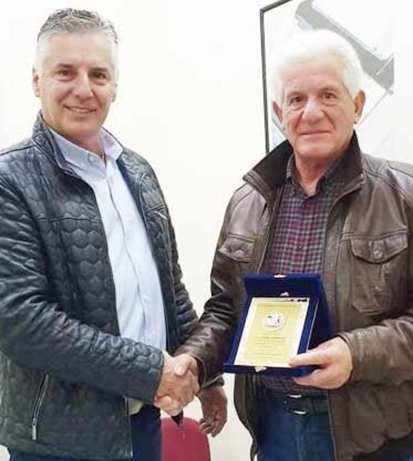 Τάκης Κόβας: Τιμητική πλακέτα για τα 29 χρόνια  της προεδρίας του  στον Σύλλογο Βοοτρόφων