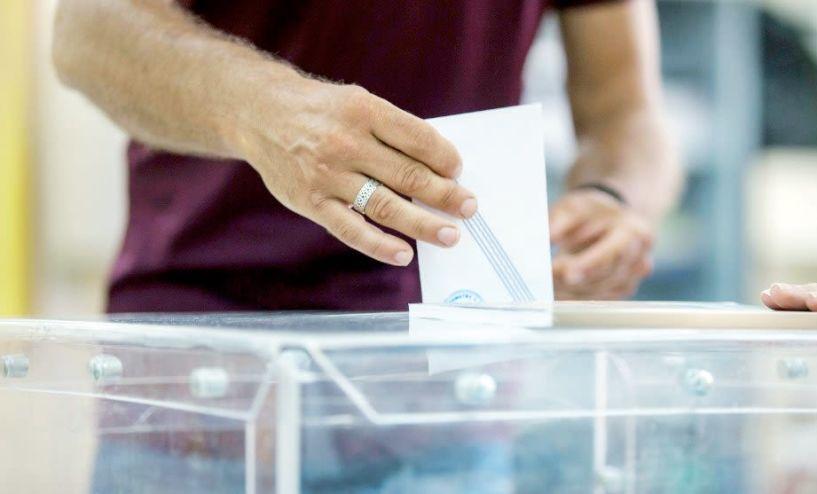 Παράθυρο ανοίγει η κυβέρνηση για την ψήφο των αποδήμων