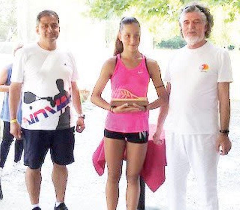 Η Μαριαλίνα Σιδηροπούλου «σήκωσε» το κύπελλο του Ε2 στα μονά και έφτασε με την Τατιάνα Γιτοπούλου στον τελικό των διπλών