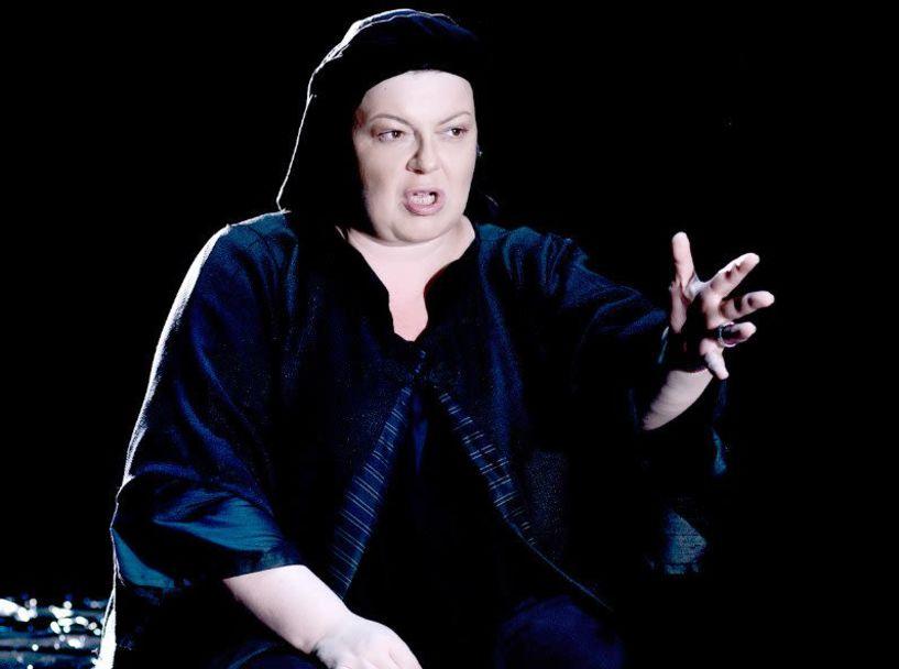 Εβδομάδα Θεάτρου στη Βέροια  «Η Κυρά της Ρω» με τη Φωτεινή Μπαξεβάνη σήμερα στη «Στέγη»