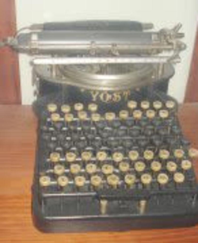Από το κονδύλι… στη γραφομηχανή και την τηλεκπαίδευση Τα εκπαιδευτικά μέσα από το 1821 έως σήμερα…