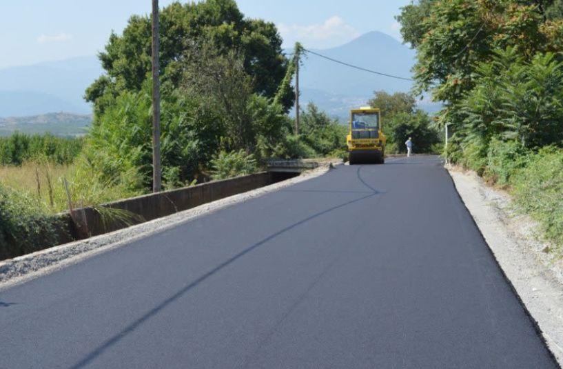 922.000 ευρώ για ασφαλτοστρώσεις αγροτικών δρόμων στο Δήμο Νάουσας