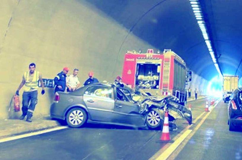 ΙΧ «έπεσε» χθες σε προπορευόμενο φορτηγό στη σήραγγα «Σ1»   της Εγνατίας οδού Βέροιας-Πολυμύλου