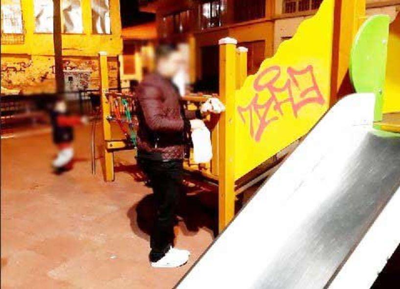 Καθαριότητα και από τα «γκράφιτι» στην παιδική χαρά!