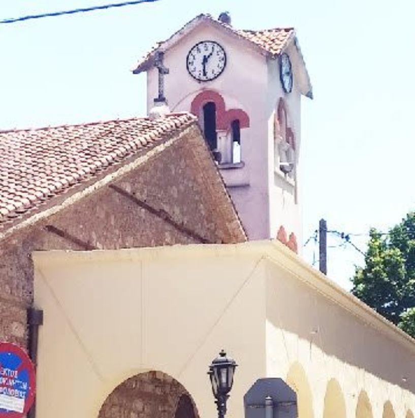 Μισή ώρα μπροστά το ρολόι της Μητρόπολης και μπερδευόμαστε, λένε περαστικοί και κάτοικοι