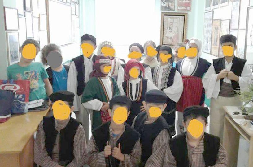 Μαθητές του   θερινού Σχολείου στην Ιματιοθήκη του Λυκείου των Ελληνίδων Βέροιας