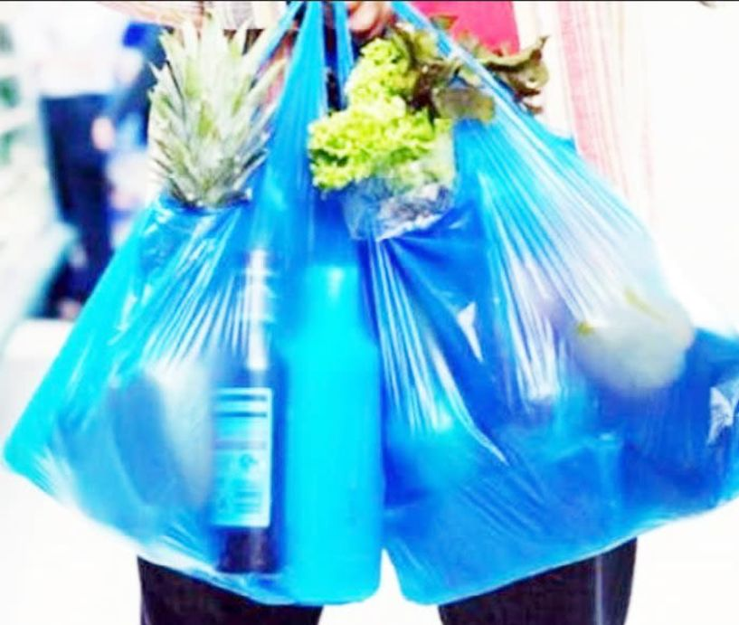 Διευκρινίσεις ζητούν οι έμποροι για την φετινή τιμή και το τέλος της σακούλας
