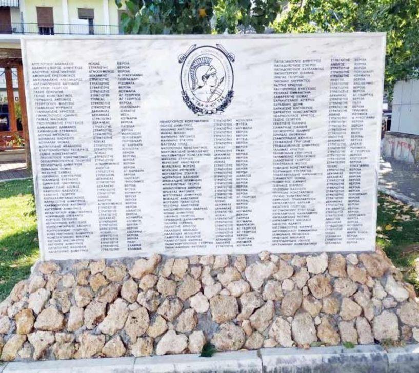 Θα μπει επιγραφή στο μνημείο της πλατείας Ωρολογίου και έρχονται τα αποκαλυπτήρια τον Οκτώβριο