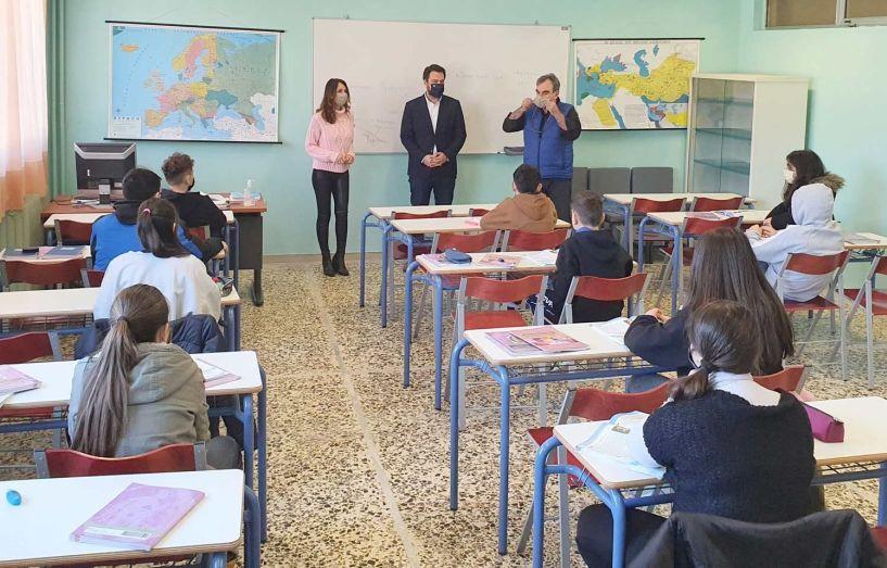 Τάσος Μπαρτζώκας:  Ακόμα 20 σχολεία της  Ημαθίας έχουν πλέον  καινούριο σχολικό εξοπλισμό
