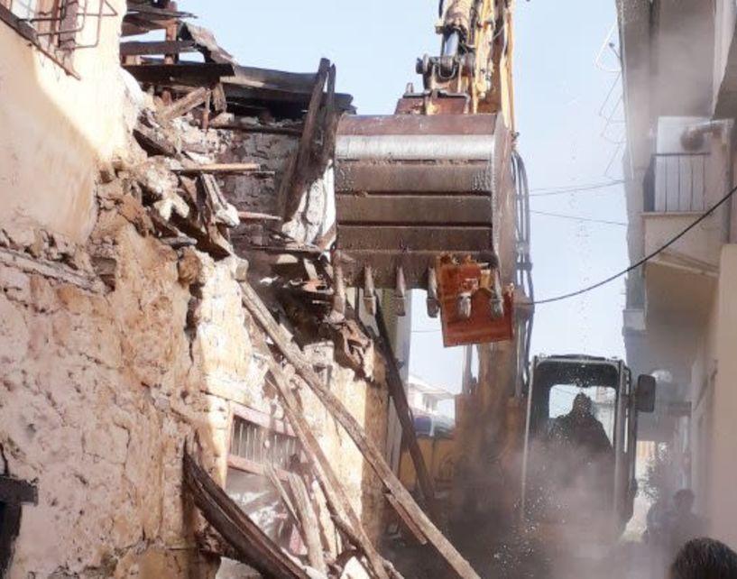 Κατεδαφίστηκαν χθες τα δύο επικίνδυνα ετοιμόρροπα της οδού Βλάχων Ηρωίδων
