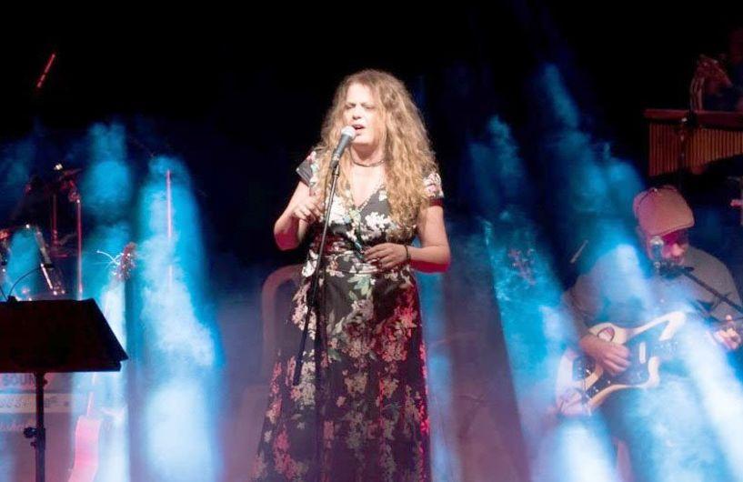 Κατάμεστο το Άλσος   του Αγίου Νικολάου στη Νάουσα   από τη συναυλία της Ελένης   Τσαλιγοπούλου και των Bogaz Musique