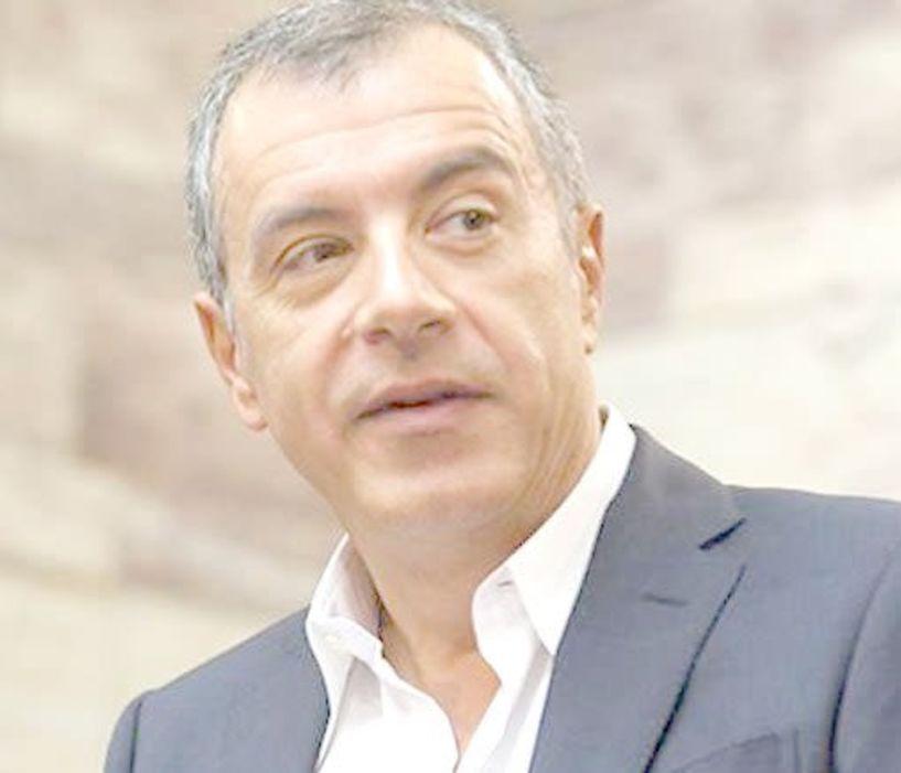 Αναβλήθηκε   η χθεσινή επίσκεψη του Σταύρου   Θεοδωράκη στη Βέροια, λόγω   θανάτου   του καθηγητή   Σταύρου Τσακυράκη