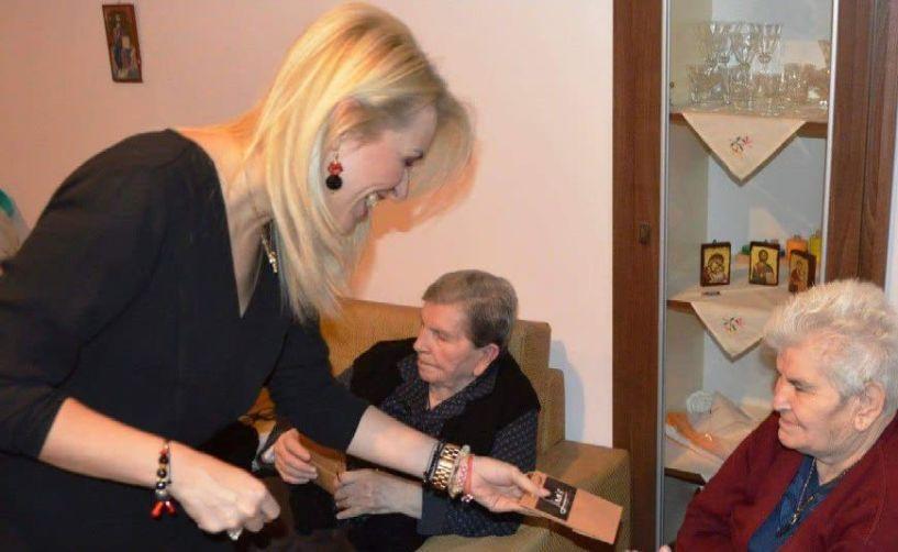 Πραξη αγάπης απο τα   Lina΄s exclusive jewels   στο Γηροκομειο της Ι.Μ. Κιτρους