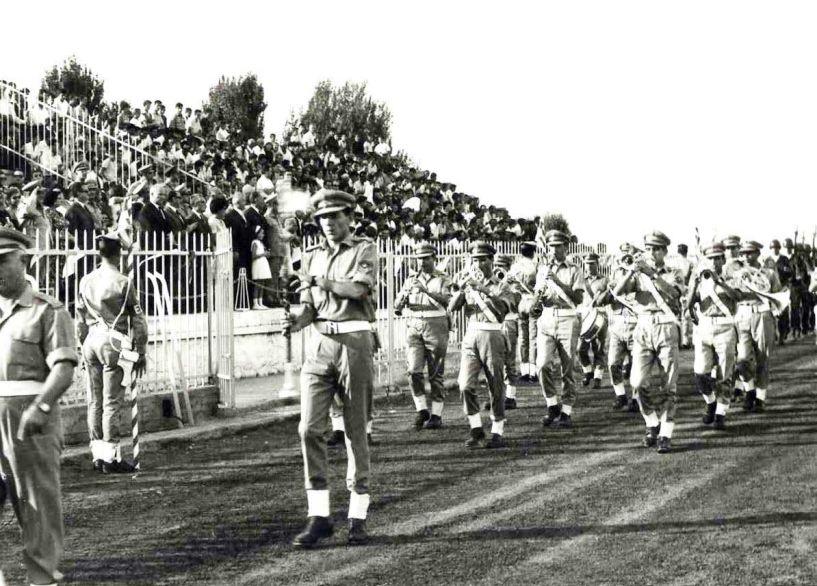 Στρατιωτική Μπάντα Β΄ Σ.Σ. Βέροιας - Η ράβδος του αρχιμουσικού Αν. Βασιλειάδη  εμψύχωνε και ενθουσίαζε τον κόσμο στις παρελάσεις του Β΄ Σ.Σ.