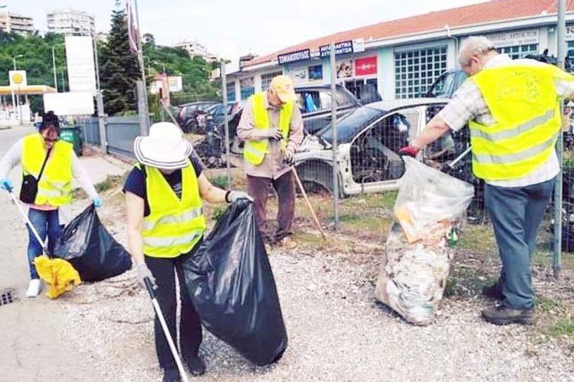 Σε κάθε εκστρατεία καθαριότητας,  δεκάδες σακούλες με σκουπίδια