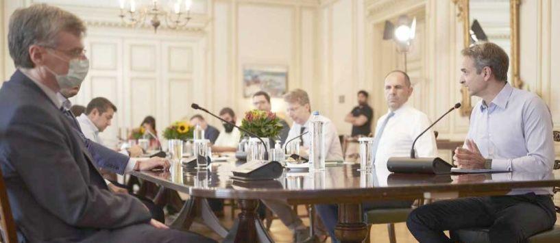 Κορονοϊός: Τι αποφασίστηκε στην έκτακτη σύσκεψη στο Μαξίμου  - Για ποιους είναι υποχρεωτική η μάσκα