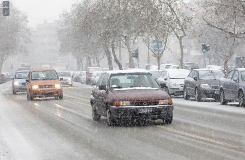 Αγριεύει ο καιρός με χιόνια στα πεδινά, βροχές και ανέμους στα 10 μποφόρ
